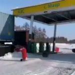 Ближайшая в 50 км: ювелирное уничтожение АЗС попало на видео