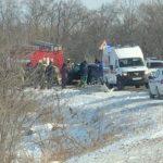 На месте - скорая, полиция, пожарные: дорога полностью перекрыта