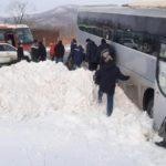 «Все живы?»: автобус с сотрудниками известного предприятия улетел в кювет