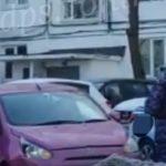 Брали ДПС и Росгвардия: розовый «Мираж» разнес машины, мусорку, детский сад