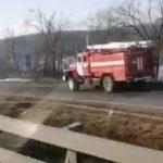«Поехала пожарная машина»: перед мостом на остров Русский - пожар