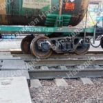 Проезд перекрыли: поезд сошел с рельсов в Приморье
