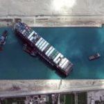 Буксиры страхуют, идет сам: история с контейнеровозом Ever Given завершилась