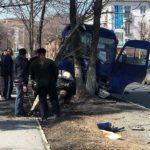 «Трое пассажиров лежат»: грузовик на полном ходу врезался в автобус