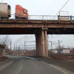 «Ждут, когда будут жертвы?»: городской мост «может рухнуть любой момент»