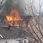 """""""Весь дом сгорит"""": загорелся многоквартирный жилой дом"""