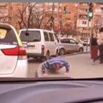 """""""Ну проиграл, что делать: спортсмен удивил жителей города"""