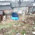 """""""Очень холодно"""": пенсионерку в палатке хотят спасти неравнодушные"""
