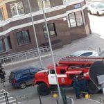 «На 19 этаже суета»: вереница пожарных машин помчалась к дому на улице Нейбута