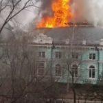 «Там две операции идут»: сильный огонь охватил известный медицинский центр
