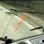 Прямо на глазах очевидцев: столб упал в районе остановки