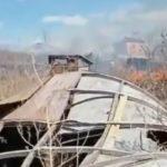 «Каждый год такое безобразие»: мощный пожар бушует у жилых домов