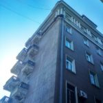«Прощай, легенда»: обрушился фасад первого небоскреба Владивостока