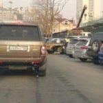 «Спасайте машины»: эвакуация «полным ходом» идет в одном из районов Владивостока