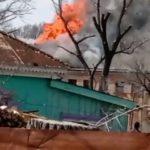 «Территорию оцепили, собрались все пожарные»: мощное пламя охватило детский центр