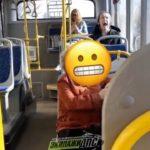 «Я бы в окно вышла от страха»: женщина в автобусе напугала пассажиров