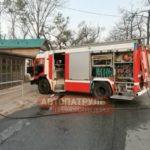Внутри выгорел полностью: на оживлённой торговой улице - ЧП
