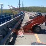 Прицеп, рабочие, Прадо: что в эти минуты происходит на Русском мосту