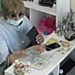 Парик, очки, маска: известная многим дама «промышляет» в торговом центре