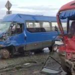 «Проезд закрыт, даже не суйтесь»: два автобуса мощно столкнулись «лоб в лоб»