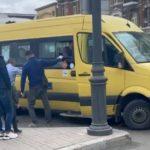 «Как выходят на линию?»: «настоящий конфуз» случился с автобусом в центре Владивостока