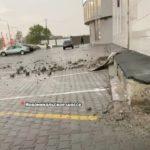 «Крышу всю разворотило»: в известный торговый центр ударила молния