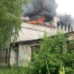 «Горят остатки роскоши»: серьезный пожар охватил бывшее учебное заведение