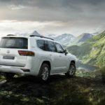 Toyota Land Cruiser 300 бьет рекорды продаж в России: стала известна цена