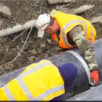 «Такие увидел впервые»: рабочие вскрыли трассу во Владивостоке и «не нашли живого места»