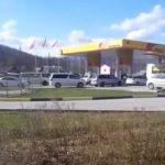 «Опять дефицит топлива?»: очередь из десятков машин собралась на АЗС в Приморье