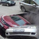 Автомобили провалились в яму с кипятком: без тепла остались дома и больницы